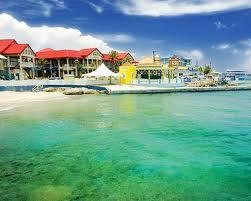 el gran cruero pullmantur visita esta gran playa cristalina llena de color y hermosos panoramas.